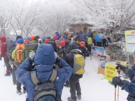 Hikers fighting their way through the final checkpoint.