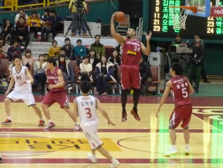 jjjjj collects a rebound for the Sakers.
