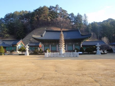 Woljeongsa temple before the monks are out of bed.
