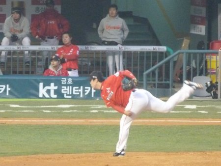 SK starting pitcher Yeo Gun Wook
